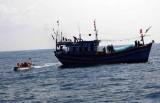 Hà Tĩnh: Kịp thời cứu 11 thuyền viên gặp nạn trên biển