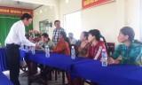 Công đoàn cơ sở MTTQ tỉnh tặng 20 phần quà cho người dân xã Thừa Đức