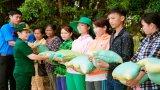 Tặng 35 phần quà cho Việt kiều Campuchia khó khăn
