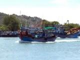 Phản đối Trung Quốc ban hành quy chế cấm đánh bắt cá trên Biển Đông