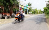 Nhựa hóa đường liên xã biên giới - thỏa lòng mong ước của người dân