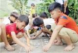 Trẻ em nông thôn thiếu sân chơi