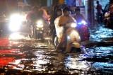 Mưa lớn nhất từ đầu mùa, Sài Gòn mênh mông nước