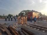 Đại diện Bộ Y tế thăm hỏi các nạn nhân vụ lật tàu ở Thanh Hóa