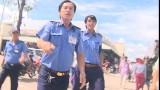 Nhóm phóng viên VTV bị cản trở khi quay bà cụ bán vé số
