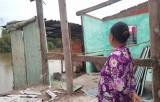 Sạt lở kênh Dương Văn Dương, nhiều ngôi nhà bị sụp lún