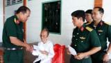 Ban Chỉ huy Quân sự TP.Tân An thăm, tặng quà Mẹ Việt Nam Anh hùng