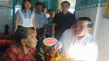 Bộ trưởng Bộ Khoa học và Công nghệ thăm Mẹ Việt Nam Anh hùng tại Châu Thành