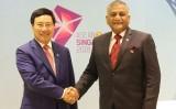Phó Thủ tướng Phạm Bình Minh gặp song phương với Quốc vụ khanh Ấn Độ