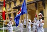Tổ chức lễ thượng cờ kỷ niệm 51 năm ngày thành lập ASEAN