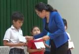 Để học sinh, sinh viên nghèo vững bước vào năm học mới