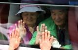 Đoàn xe Hàn Quốc khởi hành tới sự kiện đoàn tụ các gia đình ly tán