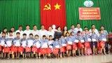 Thứ trưởng Bộ Lao động-Thương binh và Xã hội tặng quà trung thu cho trẻ em nghèo