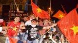 Người hâm mộ mở hội ăn mừng chiến thắng của đội tuyển Việt Nam