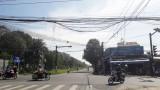 Chùm dây cáp tại ngã tư gây mất an toàn cho người tham gia giao thông