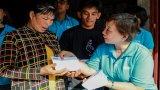 VnExpress trao quà tết cho người dân biên giới Long An