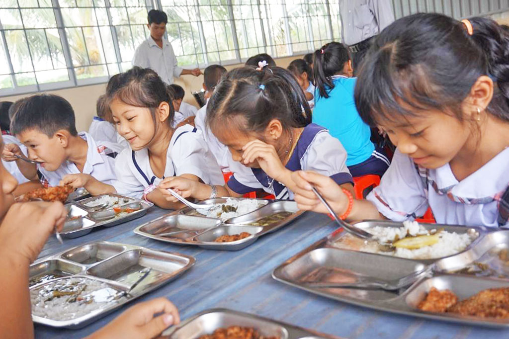 Thank to the support of THOH, students have a clean spacious kitchen to have lunch