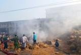 Tân Thạnh: Cháy lớn tại kho rơm