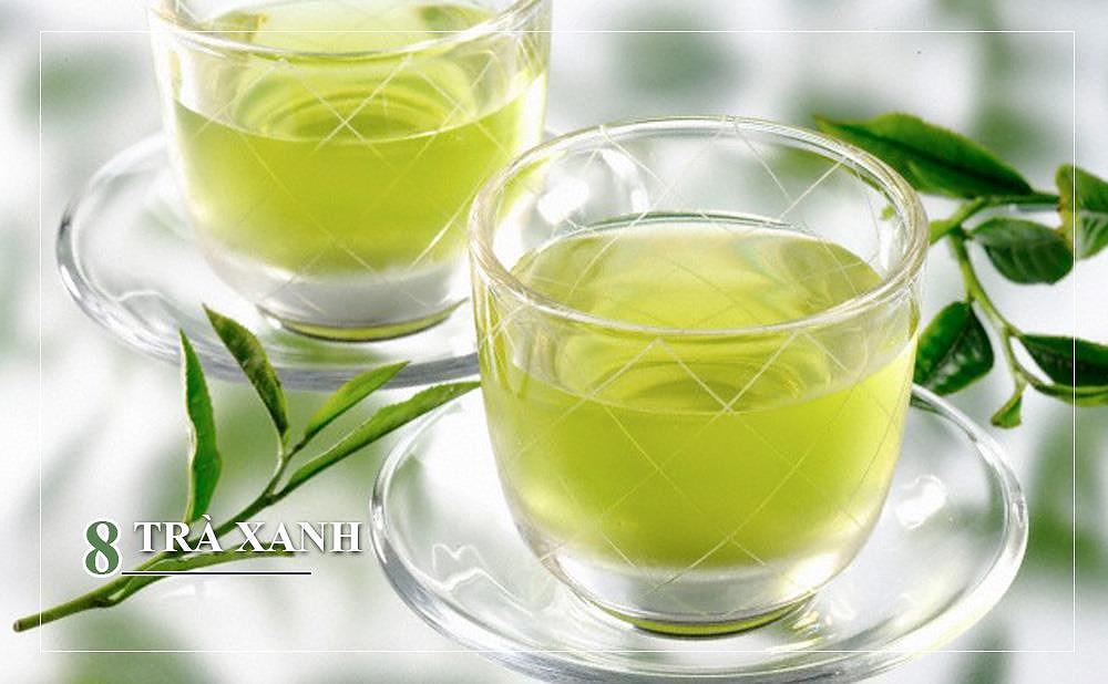 """Trong trà xanh có chứa vitamin B giúp nuôi dưỡng chân tóc, làm tóc mềm mượt hơn. Ngoài ra, hợp chất """"thần thánh"""" EGCG (Epigallocatechin gallate) có trong trà còn đóng vai trò là chất chống oxy hóa, giúp ngăn ngừa tổn thương tế bào và giảm hiện tượng gàu."""