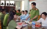 Trung tướng Trần Thị Ngọc Đẹp làm việc tại xã Mỹ Lộc, huyện Cần Giuộc