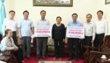 Phó Chủ tịch UBND tỉnh Long An trao tiền xây nhà tình nghĩa cho gia đình chính sách