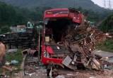 Xe khách đấu đầu xe tải ở Hòa Bình, 4 người chết, hơn 30 người bị thương