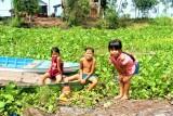Trẻ em nông thôn cần có sân chơi hè đúng nghĩa