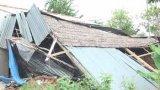 Vĩnh Hưng: Giông lốc làm sập, tốc mái 16 căn nhà