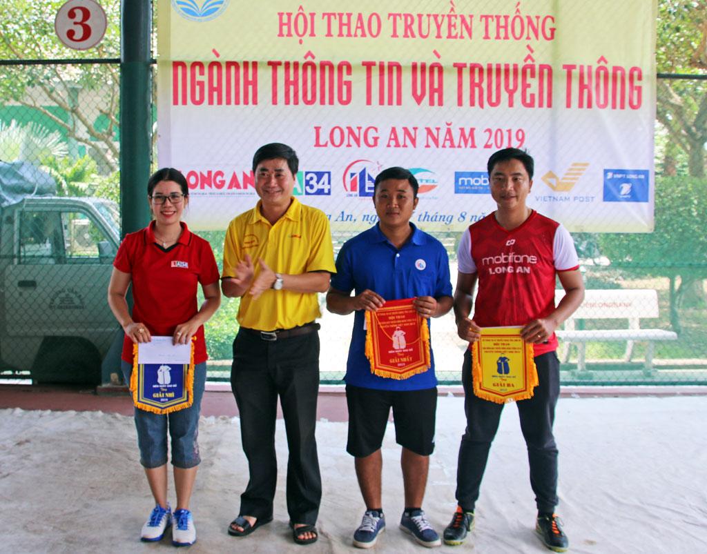 Các đội đoạt giải phần thi Nhảy bao bố tiếp sức