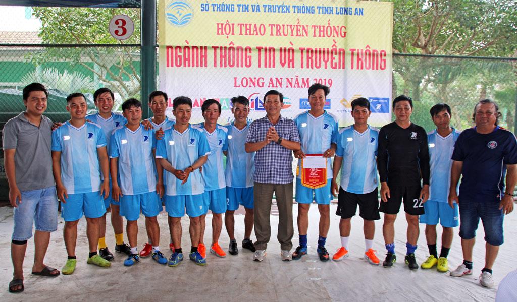 Đội VNPT Long An đoạt giải I Bóng đá mini