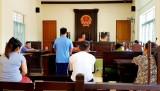 Cho rằng bị hại yêu cầu bồi thường cao, bị cáo xin tòa xử theo quy định pháp luật