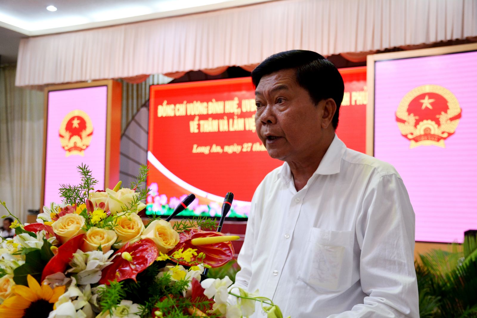 Chairman of the Provincial People's Committee - Tran Van Can raises many recommendations to the Deputy Prime Minister - Vuong Dinh Hue