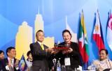 Bế mạc Đại Hội đồng AIPA 40, Việt Nam nhận chức Chủ tịch luân phiên