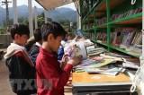 Trao Tủ sách Kim Đồng tặng học sinh 10 tỉnh Nam Bộ và Tây Nguyên