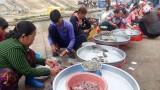 Đìu hiu chợ cá đồng mùa lũ