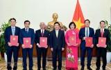 Trao quyết định bổ nhiệm sáu đại sứ nhiệm kỳ 2019-2022