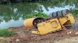 Khu vực cầu Xáng Lớn - ĐT 830 xảy ra 2 vụ lật xe