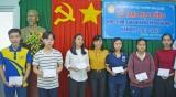 Cần Giuộc: Tặng học bổng cho sinh viên có hoàn cảnh khó khăn