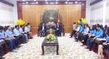 Đoàn Đại biểu Liên đoàn thanh niên tỉnh Svay Rieng chào xã giao lãnh đạo tỉnh Long An