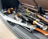 Tàng trữ vũ khí thô sơ và tụ tập gây mất trật tự công cộng
