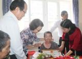Quan tâm, chăm lo người cao tuổi neo đơn