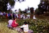 Một người té sông mất tích khi đi câu cá