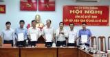 Kiến Tường: Công bố các quyết định sắp xếp, kiện toàn tổ chức cơ sở Đảng