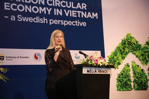 Vietnam should act fast to switch to the circular economy, heard a workshop on promoting the no-carbon circular economy held by the Swedish Embassy, the Ministry of Natural Resources and Environment and Hanoi People's Committee on November 12.