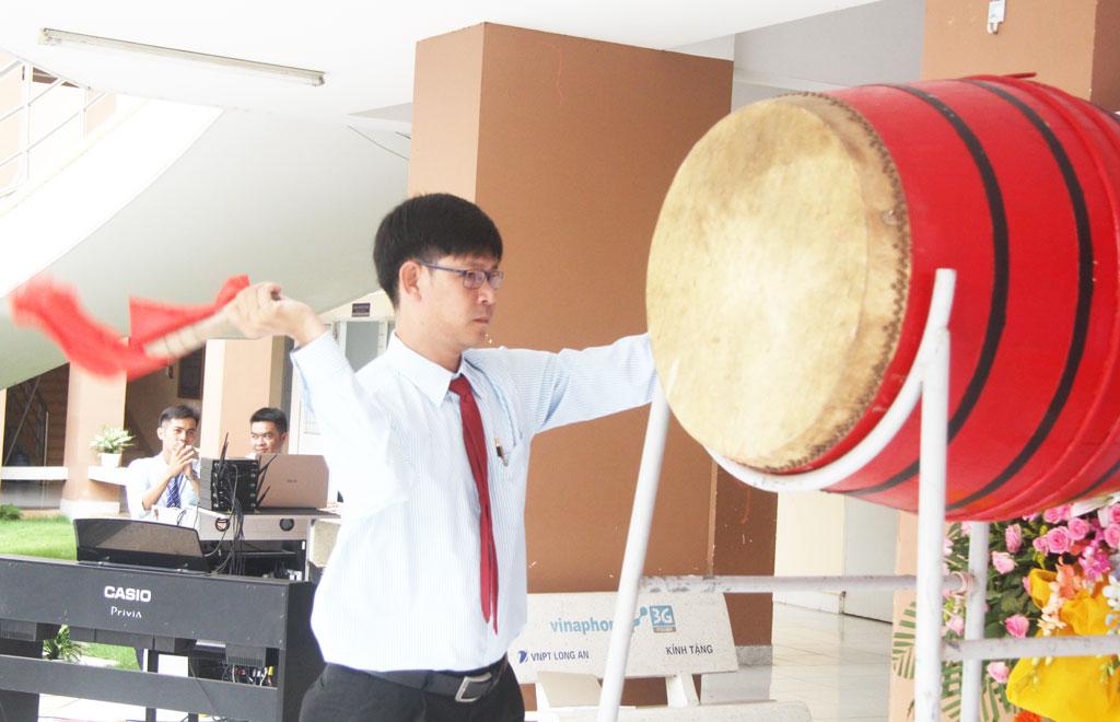 Hiệu trưởng Trường THPT Chuyên Long An - Đàm Văn Tuyến