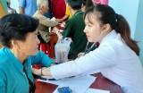 Trung đoàn 88 tặng nhà, khám bệnh và cấp thuốc miễn phí tại xã Vĩnh Đại