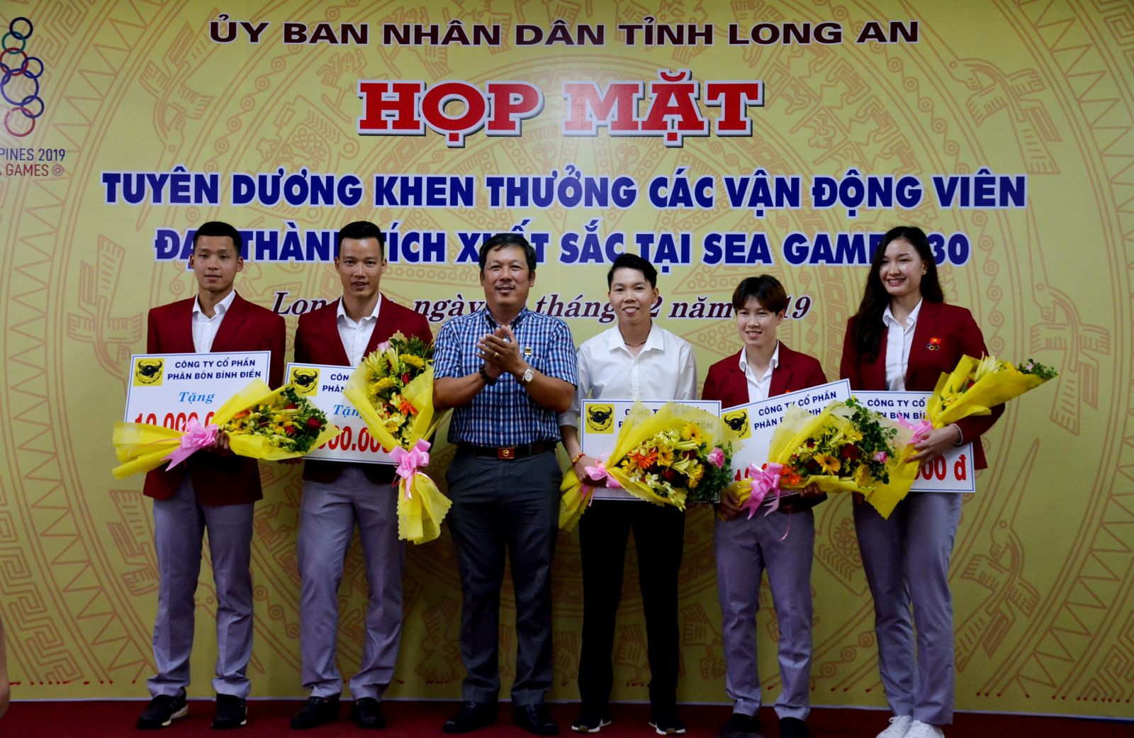 Binh Dien Long An Fertilizer Joint Stock Company awarded prizes to athletes