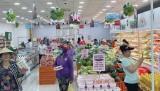 Nhu cầu mua sắm tăng cao vì có nhiều chương trình khuyến mãi, giảm giávào mùa