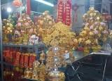 Hàng mạ vàng trang trí tết tràn ngập thị trường
