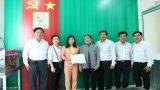 Công đoàn Công ty Điện lưc Long An trao tiền hỗ trợ gia đình công đoàn viên